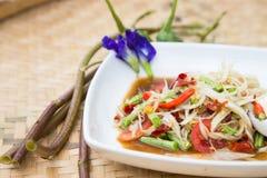 Alimento tailandês famoso, salada da papaia Imagem de Stock