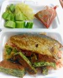 Alimento tailandês, molho de pimentão fritado dos peixes da cavala foto de stock