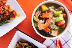 Alimento tailandês na tabela Fotografia de Stock