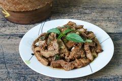 Alimento tailandês salada picante Carvão-fervida do pescoço da carne de porco Fotografia de Stock