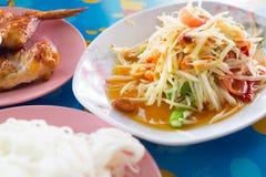 Alimento tailandês tradicional da salada tailandesa da papaia Fotos de Stock
