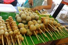 Alimento tailandês - vara da bola de carne Fotografia de Stock