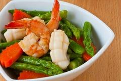 Alimento tailandese, asparago Mescolare-fritto con frutti di mare Fotografia Stock