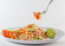Alimento tailandese di Isan di tum del som, servire tailandese dell'insalata della papaia con le verdure Immagini Stock Libere da Diritti