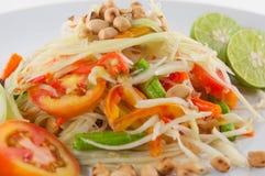 Alimento tailandese di Isan di tum del som, servire tailandese dell'insalata della papaia del primo piano con le verdure Fotografia Stock