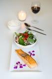 Alimento tailandese di stile, salmone della bistecca con insalata tailandese Fotografie Stock