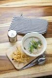 Alimento tailandese: Tagliatella fritta in sugo fotografia stock