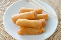 Alimento tradicional chinês friável dos rolos de mola fotografia de stock royalty free