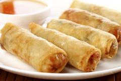 Alimento tradicional chinês fritado dos rolos de mola imagem de stock