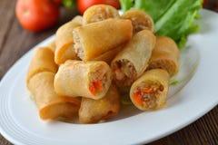 Alimento tradicional chino frito de los rodillos de resorte Imagenes de archivo