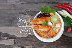 Alimento tradicional da sopa ?cida picante da sopa de Tom Yum Goong ou do camar?o em Tail?ndia foto de stock royalty free