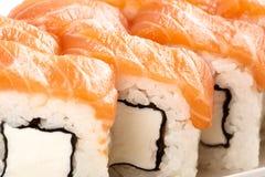 Alimento tradicional do sushi japonês Rolos frescos de Philadelphfia Fotos de Stock