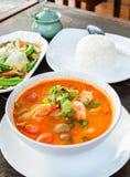 Alimento tradicional tailandês (Tom Yum Goong) imagens de stock