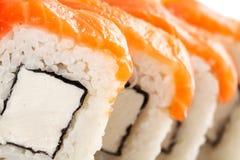 Alimento tradizionale dei sushi giapponesi Rotoli freschi di Filadelfia Fotografia Stock