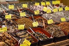 Alimento tradizionale nel mercato di Nishiki, Kyoto immagine stock libera da diritti