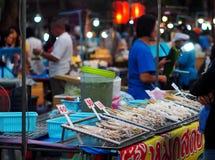 Alimento tradizionale TAILANDESE della via nello stile di vita del centro autentico delle città Immagini Stock