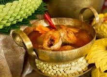 Alimento tradizionale tailandese nominato in ` tailandese di Pla-tod del som di Gaeng del `, minestra acida rossa autentica del c fotografia stock libera da diritti