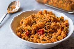 Alimento turco Kisir del cavolfiore/insalata del bulgur immagine stock
