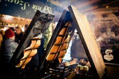 Alimento ungherese tradizionale al mercato di Natale di Budapest, dicembre Immagine Stock