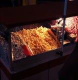 Alimento variopinto dello streetfood del popcorn immagini stock