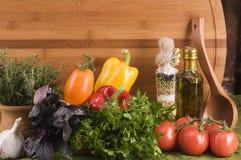 Alimento vegetal sobre la madera Imágenes de archivo libres de regalías