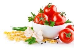 Alimento vegetariano con il pomodoro ed i funghi prataioli Fotografie Stock