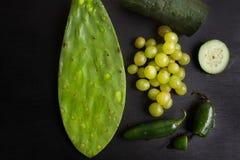 Alimento verde & x28; pepper& x29 dell'uva, del nopal, del cetriolo e del jalapeno; Fotografie Stock