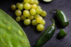 Alimento verde & x28; pepper& x29 dell'uva, del nopal e del jalapeno; Fotografia Stock