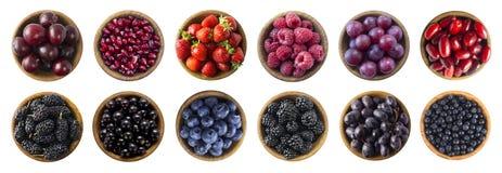 Alimento vermelho e preto-azul Framboesa, morango, corinto, mirtilo, ameixa, uva, romã, amoreira, uva-do-monte e amora-preta fotografia de stock