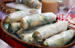 Alimento vietnamiano da rua, rolos do papel de arroz imagem de stock royalty free