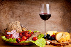 Alimento y vino tradicionales Fotografía de archivo libre de regalías