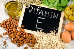Alimentos altos em uma vitamina E fotografia de stock royalty free