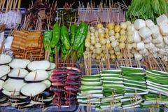 Alimentos asados a la parilla de la calle Fotografía de archivo libre de regalías