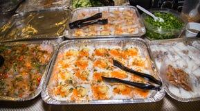 Alimentos asiáticos do partido com farinhas do camarão e de arroz Fotos de Stock Royalty Free