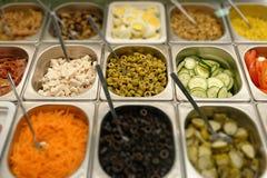 Alimentos de preparación rápida frescos en un restaurante del autoservicio Foto de archivo