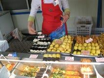 Alimentos de preparación rápida. Pyongyang. Comercio de la calle. Corea del Norte. fotos de archivo libres de regalías