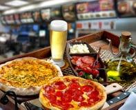 Alimentos de preparaci?n r?pida de la pizza foto de archivo libre de regalías
