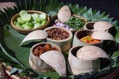 Alimentos feitos com as bagas do arroz do trigo foto de stock