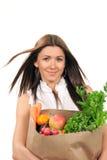 Alimentos frescos del bolso de tienda de comestibles de la explotación agrícola de la mujer. Foto de archivo libre de regalías