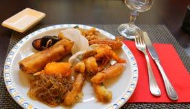 Alimentos orientais no restaurante chinês elegante Imagens de Stock Royalty Free