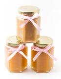 Alimentos para niños en tarros en el fondo blanco, brandless Fotografía de archivo libre de regalías