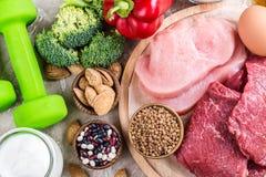 Alimentos para os músculos de construção foto de stock