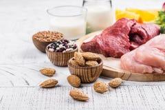 Alimentos para os músculos de construção imagens de stock royalty free