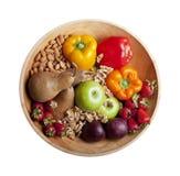 Alimentos saudáveis isolados de Paleo na bacia Foto de Stock Royalty Free