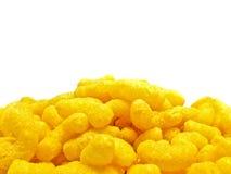 Alimentos sem valor nutritivo amarelos no branco Imagem de Stock