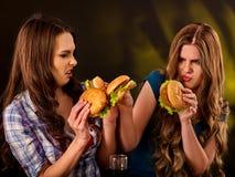Aliments de préparation rapide d'hamburger avec du jambon Bon concept d'aliments de préparation rapide Photos stock