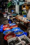 Aliments de préparation rapide sur les rues de nuit de Hong Kong Images stock