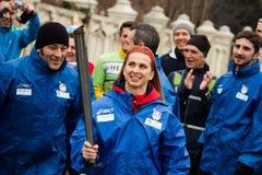 Alina Dumitru con la antorcha olímpica imagen de archivo libre de regalías