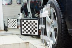 Alineación de rueda de coche del automóvil fotografía de archivo