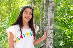 Alineada maya del bordado de la muchacha latina india mexicana Fotos de archivo